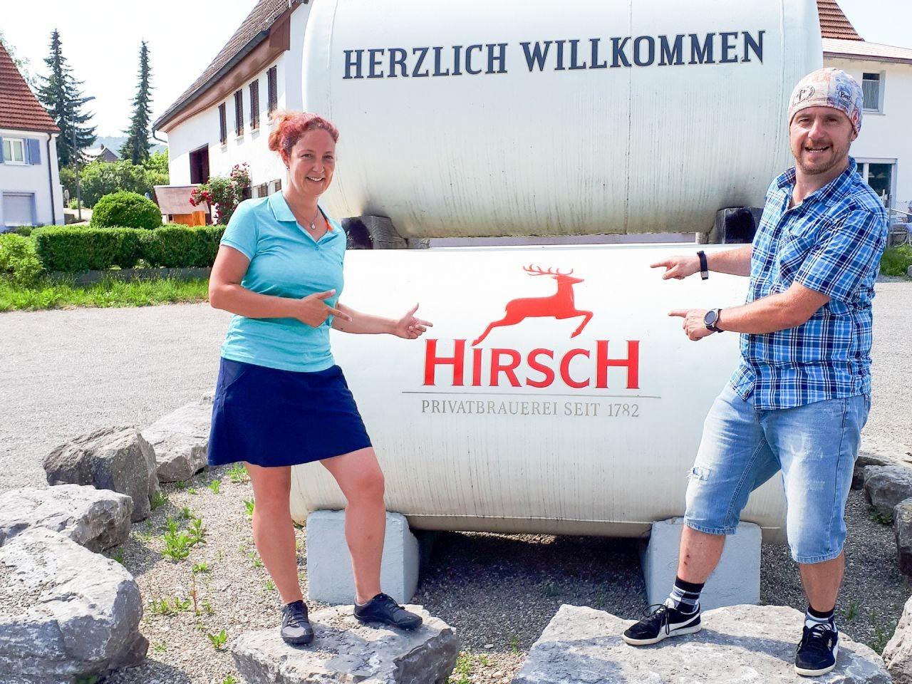 Susi-und-Frank-vor-der-Besichtigung-der-Hirsch-Brauerei