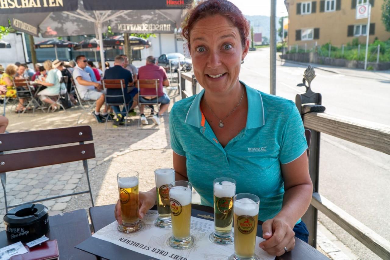 Susi bei der Bierverkostung